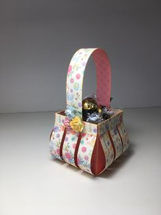 cesto em scrap Scrap, Facial Tissue, Gift Wrapping, Gifts, Hampers, Gift Wrapping Paper, Presents, Tat, Wrapping Gifts