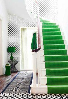 toller grüner Teppich auf der Treppe