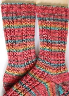 a lucky sheep…. Baby Knitting Patterns, Knitting Designs, Baby Patterns, Knitting Socks, Free Knitting, Start Knitting, Knit Socks, Knitted Slippers, Knitted Hats
