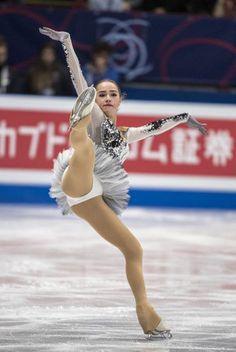 【フィギュアスケート】アリーナ・ザギトワ かわいい画像まとめ - NAVER まとめ Sport Gymnastics, Artistic Gymnastics, Nba Cheerleaders, Dance Photography Poses, Alina Zagitova, Ice Girls, Beautiful Athletes, Ice Skating Dresses, Sporty Girls