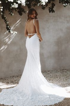 Harlow is wonderfully enchanted, full of whimsical and romantic flair. She has a subtle sparkle that will completely hypnotise you. You will not be able to escape her magic. #felicitysbridalnz #weddingnz #madewithlovebridal #mwlharlow