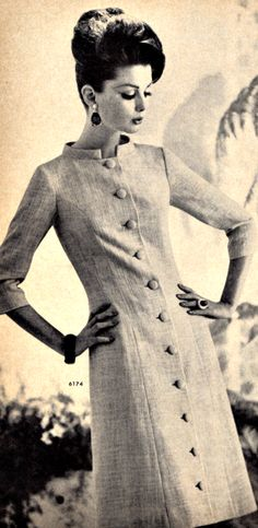 This dress appeared to be very simple but she defenitely looked elegant and classical in it. I think the fabric is tweed