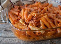 Pasta salsiccia e mozzarella al forno,un primo piatto semplice e saporito,adatto per il pranzo della domenica