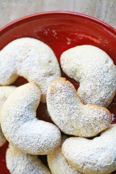 Almond Crescent Cookies Almond crescents, little almond cookies shaped into crescents and dusted with powdered sugar. Crescent Cookie Recipe, Crescent Cookies, Biscuit Cookies, Cookie Icing, Tea Cookies, Sugar Cookies, Italian Cookie Recipes, Italian Cookies, Italian Foods