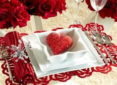 Romantic Valentine's Day Table Settings | DigsDigs