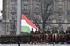 A zászlófelvonással megkezdődött az ünnepségek sora - http://hjb.hu/a-zaszlofelvonassal-megkezdodott-az-unnepsegek-sora.html/