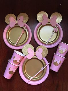 ***Shop will be closed Jan 5th-9th*** please message me with your event date 10 Super CUTE Table set Light pink with Gold Glitter Minnie Mouse with Bow. Full Set includes: 10 Pink dinner paper plates with glitter ears and bow 10 Gold small paper plates 10 paper cups with Minnie with