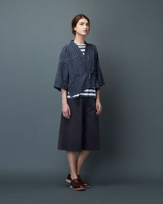Kimono wrap-top in a soft, lightweight cotton ikat check. Dropped shoulders and wide, below elbow-length sleeves. Fastening at the front with a tie at each side. Bali Fashion, Kimono Fashion, Fashion 2020, Diy Fashion, Classic Outfits, Simple Outfits, Just Style, Sewing Clothes, Outfit Sets