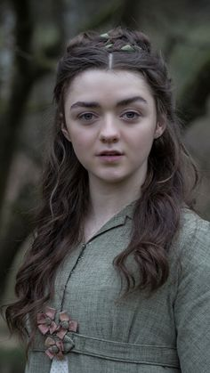 "Arya Stark Game of Thrones Actress ""Maisie Williams"" Wallpapers HD 2019 - Dailly Point Dessin Game Of Thrones, Arte Game Of Thrones, Game Of Thrones Dress, Game Of Thrones Arya, Game Of Thrones Girl, Game Of Thrones Characters, Maisie Williams, Casas Game Of Thrones, Costumes Game Of Thrones"