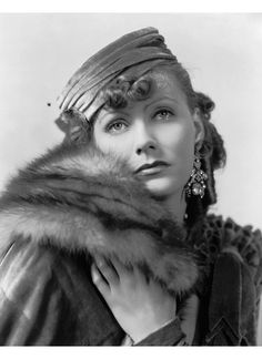 Greta Garbo. Fur trimming. #fashion #furdesign #glamour #fashiondesign #furisfashion #Mifur #posh #vintagefur