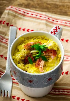 WW Freestyle Recipes: easy healthy microwave salmon omelette in a mug, low calorie, low carb, high protein breakfast meal in minutes, 1 SmartPoint How To Cook Omelette, Omelette In A Mug, Mug Recipes, Brunch Recipes, Whole Food Recipes, Healthy Recipes, Low Calorie Breakfast, Egg Recipes For Breakfast, Low Carb Food