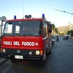 Offerte di lavoro Palermo  A Cinisi le fiamme hanno danneggiata la casa di un uomo di 42 anni rimasto intossicato dal fumo  #annuncio #pagato #jobs #Italia #Sicilia Cellulare in cortocircuito incendio in una casa
