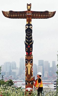 beaver, raven, ORCA and spread-wing thunderbird, by Robin Young in West Seattle park Native American Totem Poles, Native American Indians, West Seattle, Seattle Times, Totems, Totem Pole Art, Animal Symbolism, Tlingit, Native Art