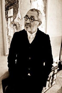 Directeur artistique des parfums Comme des Garçons depuis 1994, Christian Astuguevieille fait souffler un vent d'avant-garde sur les jus de la maison fondée par Rei Kawakubo. C'est à lui, cet homme…