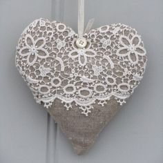 Linen and vintage lace heart. <3 Ene 15 17 <3