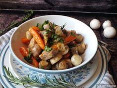 Sárgarépás-gombás sertésragu | Tétova ínyenc Pot Roast, Pork, Ethnic Recipes, Carne Asada, Kale Stir Fry, Roast Beef, Pork Chops