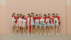 Iz*one - La vie en rose Kpop Girl Groups, Korean Girl Groups, Kpop Girls, Yuri, Jin Won, Just Go, Rap Us, Kpop Amino, Secret Song