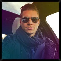 Lukasz Piszczek #BVB #LP26 Robert Lewandowski, Love Me Like, Black N Yellow, Hot, Mens Sunglasses, Soccer, Football, Hair Styles, Athlete
