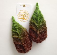 Ravelry: Elf Leaf Booties pattern by Natalia @ Elfmoda Knitting Designs, Knitting Projects, Knitting Patterns, Crochet Patterns, Knitted Flowers, Pattern Library, Crochet Accessories, Flower Patterns, Arm Warmers