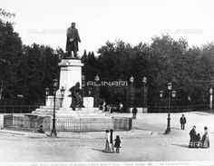 Monumento a Cavour in Piazza Cavour