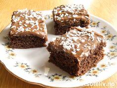 """Skjønt navn, ikke sant...:-) Du kjenner kanskje igjen kaken som svenskenes """"Kärleksmums"""" (se oppskrift på detsoteliv.no). Her har du den samme kakeoppskriften med amerikansk tittel og tilpasset stor langpanne. Perfekt oppskrift på klassisk myk og deilig sjokoladekake! Cake Recipes, Vegan Recipes, Vegan Food, Norwegian Food, Norwegian Recipes, Recipe Boards, I Love Food, Sheet Pan, Baked Goods"""