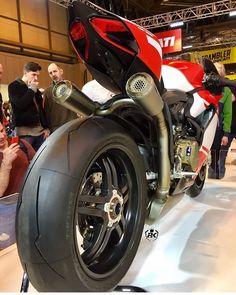 📷 @ducatinsta ➖➖➖➖➖➖➖➖➖➖➖➖➖➖➖ #2wheelslovers #Motorcycle #instamotogallery #ducati #bikelife #moto #motogp #sportbike #superbike #instamotorcycle #instamoto #pistonaddictz #bikeswithoutlimits #sportsbikelife #r1 #honda #yamaha #kawasaki #suzuki #mvagusta #cbr600rr #r6 #s1000rr #bikenight #yzf #yamahar1 #rideout #motogp2016 #bikerchick #harleydavidson