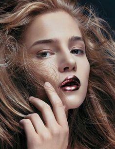 metallic lips by Face Stockholm Obscenity. Eye Makeup Tips, Makeup Inspo, Makeup Art, Beauty Makeup, Face Makeup, Hair Beauty, Make Up Looks, Metallic Makeup, Metalic Lips