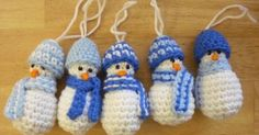These little guys are SO CUTE!! They're probably the smallest snowman you can make ...