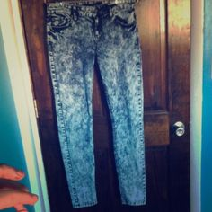 Acid-wash Skinny Jeans Size 9 but a little shrunken from washing. Worn a few times, washed once and shrunk. Hot Topic Jeans Skinny