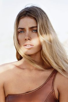 Golden skin and nude lips for laid back #beauty this #summer