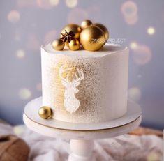 Chrismas Cake, Mini Christmas Cakes, Christmas Cake Designs, Christmas Cake Decorations, Christmas Sweets, Holiday Cakes, Holiday Baking, Christmas Baking, Elegant Birthday Cakes