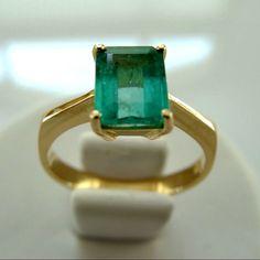 1.60ct Solitaire Ring Natural Colombian Emerald 18K Yellow Gold #emeraldsmaravellous #colombianemerald #engagementring #emeraldring #highendjewelry #emerald #emeralds