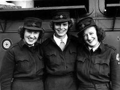 WW2 ARC clubmobile workers ~
