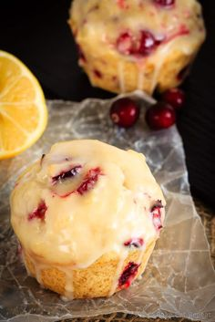 These glazed lemon cranberry muffins are light & fluffy with the tart, fresh cranberries complimenting the sweet lemon glaze perfectly! (with recipe video) Lemon Cranberry Muffins, Cranberry Bread, Lemon Muffins, Fresh Cranberry Recipes, Blueberries Muffins, Muffins Aux Canneberges Et Oranges, Muffin Recipes, Baking Recipes, Cookie Recipes