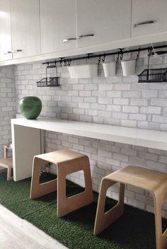 detalle papel pintado motivo ladrillo visto blanco en cocina nova te asesora