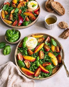 This fresh and tangy Arugula Salad with Nectarines, Tomatoes, and Burrata is a summer salad you don't want to miss! It's a very simple recipe using fresh ingredients and bright flavors. Plum Apricot, Polenta Crémeuse, Arugula Salad, Dinner Salads, Cookies Et Biscuits, Summer Salads, Recipe Using, Quick Easy Meals, Summer Recipes