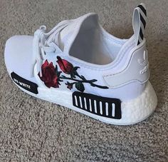 Sneakers femme - Adidas Superstar Rose Gold - Adidas Shoes for Woman Dream Shoes, Crazy Shoes, Me Too Shoes, Adidas Shoes, Shoes Sneakers, Shoes Heels, Pumps, Adidas Nmd, Suit Shoes