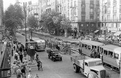 Károly (Tanács) körút az Astoriánál. Budapest Hungary, Old Photos, Arch, Street View, History, Flag, Retro, Old Pictures, Longbow