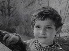 Belle et Sebastien. Dit is Mehdi, die Sebastien speelt Kate Walker, Belle And Sebastian, Vintage Children Photos, Richard Gere, Young Actors, Great Tv Shows, Film Serie, Sweet Memories, Old Movies