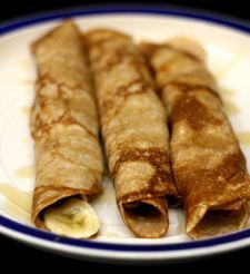 p90X Crepes. Nutella and bananas made a good quick filling. I also made a cheese filling out of reduced fat cream cheese mixed with 1/2 cup non-fat greek yogurt and 1 Tbsp  Splenda. The cheese filling was delicious with honey or fresh berries.