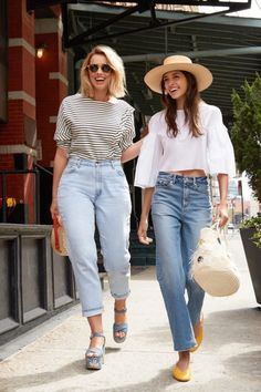 Casual bohemian street style | spring/summer outfit inspiration | white top with bell sleeves and straw boho beach hat