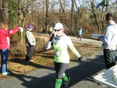 A runner refreshes herself with a drink from the refreshment station outside of the Roanoke Canal Museum.