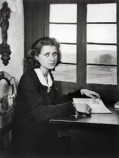 History in Photos: August Sander. Secretary, 1945