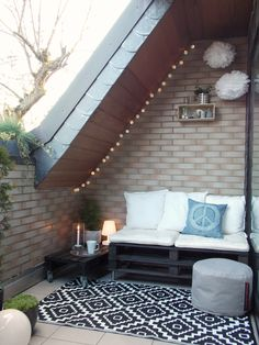 unterm Dach Kleiner Balkon unterm Dach mit Sofa The post unterm Dach appeared first on Balkon ideen. Attic Renovation, Attic Remodel, Ideas Terraza, Balcony Design, Outdoor Living, Outdoor Decor, Small Patio, Small Spaces, House Design