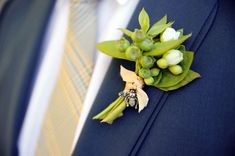 like the simplicity of this boutonniere, less likely to get crushed