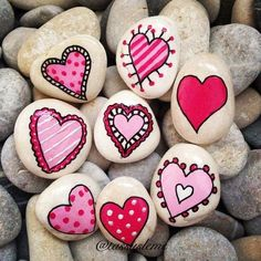 Easy Paint Rock For Try at Home (Stone Art & Rock Painting I .- Easy Paint Rock For Try at Home (Stone Art & Rock Painting Ideas) Archive: 12 Pebble Painting, Pebble Art, Stone Painting, Diy Painting, Garden Painting, Valentine Day Crafts, Valentine Decorations, Valentines, Valentine Ideas