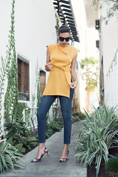 mustard : spicy brown or yellow?