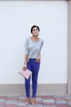 true blue jeans + nude shoes/bag+ gray tee  via www.2dayslook.com #indigogrey