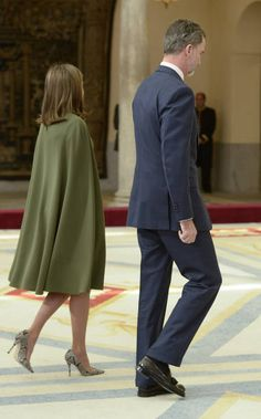 King Felipe VI of Spain and Queen Letizia of Spain attend the National Sports Awards ceremony at El Pardo Palace on February 19 2018 in Madrid Spain Mother Of The Bride Plus Size, Royal Clothing, Power Dressing, Cape Dress, Queen Letizia, Cosplay Outfits, Classic Outfits, Royal Fashion, Classy Dress