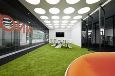 Innocean Headquarters Europe, Frankfurt. Ein Projekt von Ippolito Fleitz Group – Identity Architects, Humor.